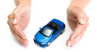 woman hands holding car img